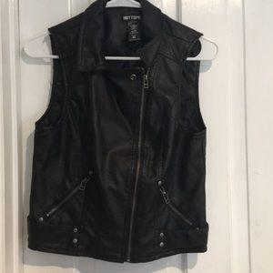 Hot topic Black vest size medium